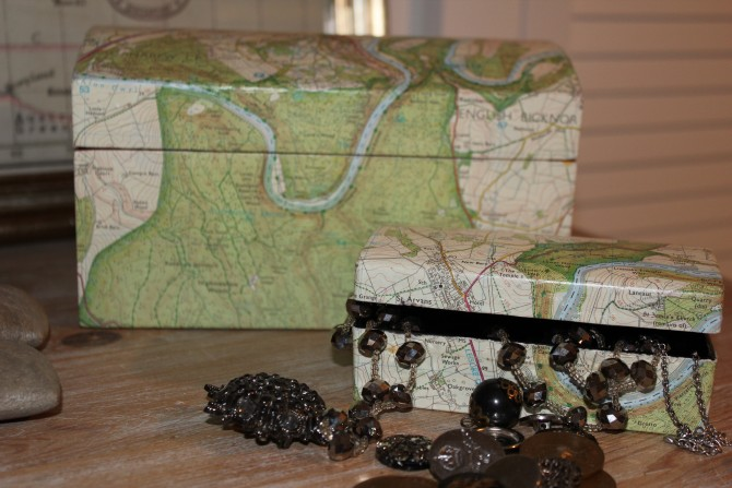 Covered boxes – DIY to recycle old maps