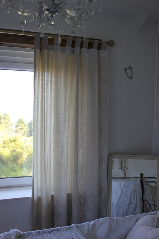 Shabby-chic curtains – Add lace to transform plain curtains