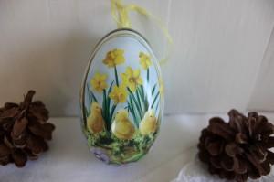 Shabby chic vintage Easter egg 00439
