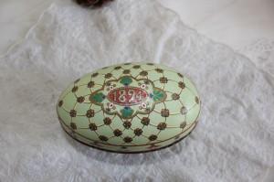 Shabby chic vintage Easter egg 00444