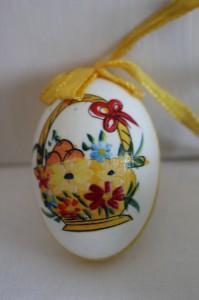 Shabby chic vintage Easter egg 00449