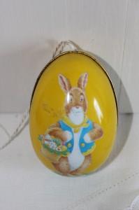 Shabby chic vintage Easter egg 00494