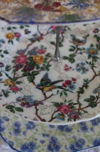Shabby chic vintage bird plate stand from plates 00542