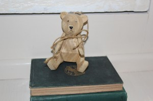 Shabby chic wooden toy 00570