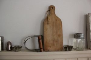 shabby chic vintage chopping board and vintage whisk 00583