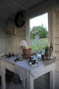 summerhouse_woman_cave_silver