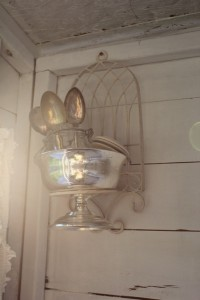 Summerhouse_woman_cave_spoons