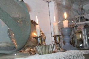 summerhouse_woman_cave_candles